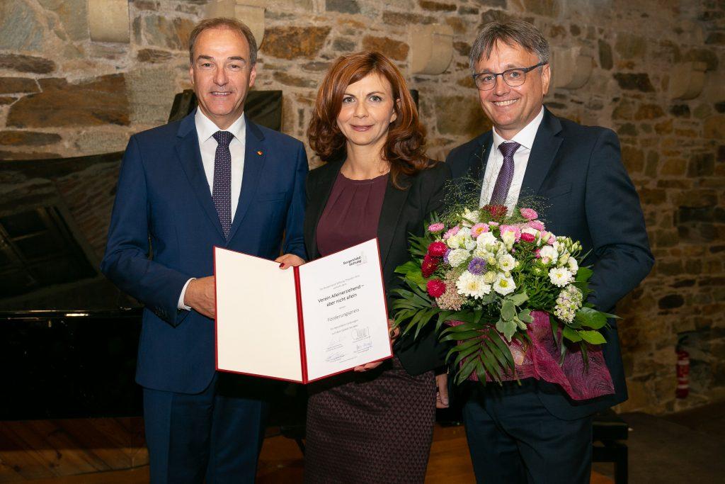 LR Dr. Leonhard Schneemann und Mag. Michael Gerbavsits haben unserem Verein einen Förderungspreis verliehen. Dieser wurde von unserer Obfrau Anika Karall dankend entgegengenommen.